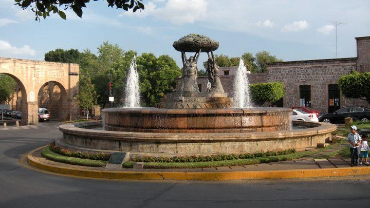 Quién fue el creador del agua colonial