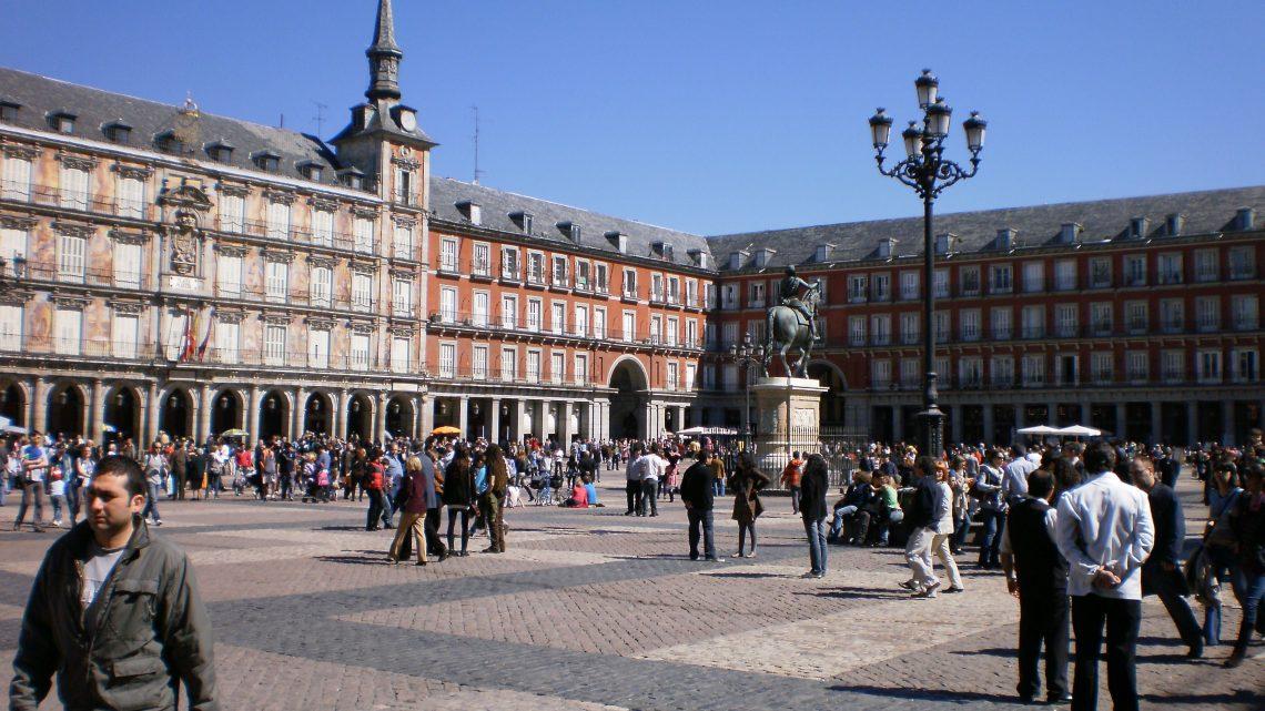 ¿Cuáles son las principales plazas de Madrid?