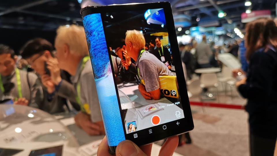 El primer móvil plegable ya se encuentra en el mercado