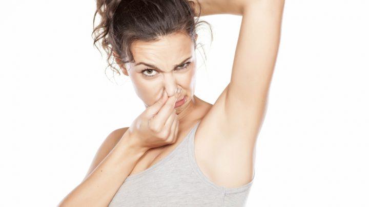 Mal olor en las axilas: una reacción causada por bacterias